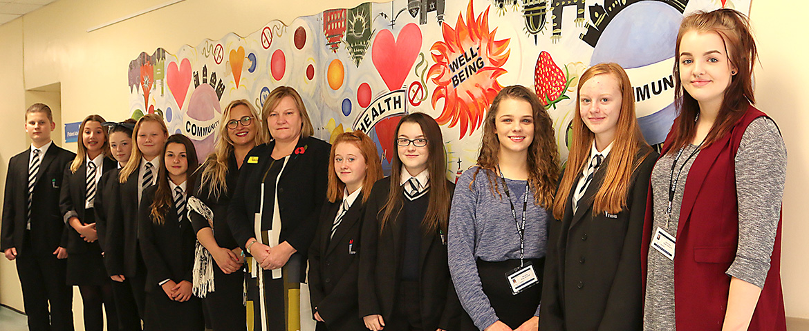Local school presents Medway Maritime Hospital with health and wellbeing mural